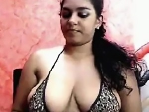 Hot Busty Cam Girl