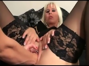 Two-Hander Pussy Fisting