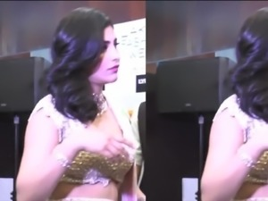 Shriti Hassan unintentional boob show while bending down
