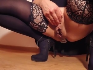 Pumping my ass to make my pussy squirting like a fountain