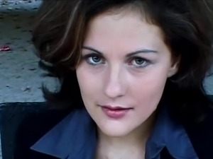 Giulia Shows Herself With Wet Lips And Horny Eyes