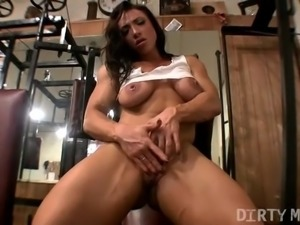 Sexy Brandimae Masturbates in the Gym