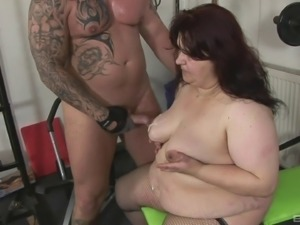 Fat chick never thought that she'll get laid in the gym!