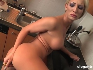 Short-haired blonde model goes totally naked in her own kitchen