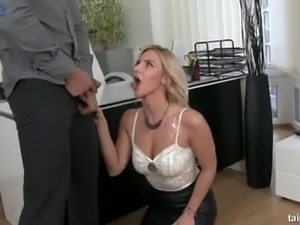 Eye-catching blond head called Nathaly Cherie thirsts to demonstrate her BJ