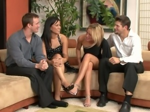 Hot cougar with small tits enjoying a hardcore foursome
